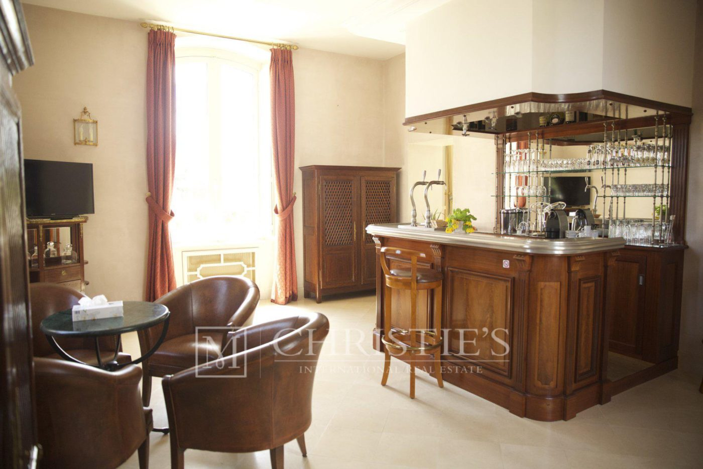 Kitchen, Tile - Beautiful Chateau for sale with 1 ha AOC Médoc vineyard