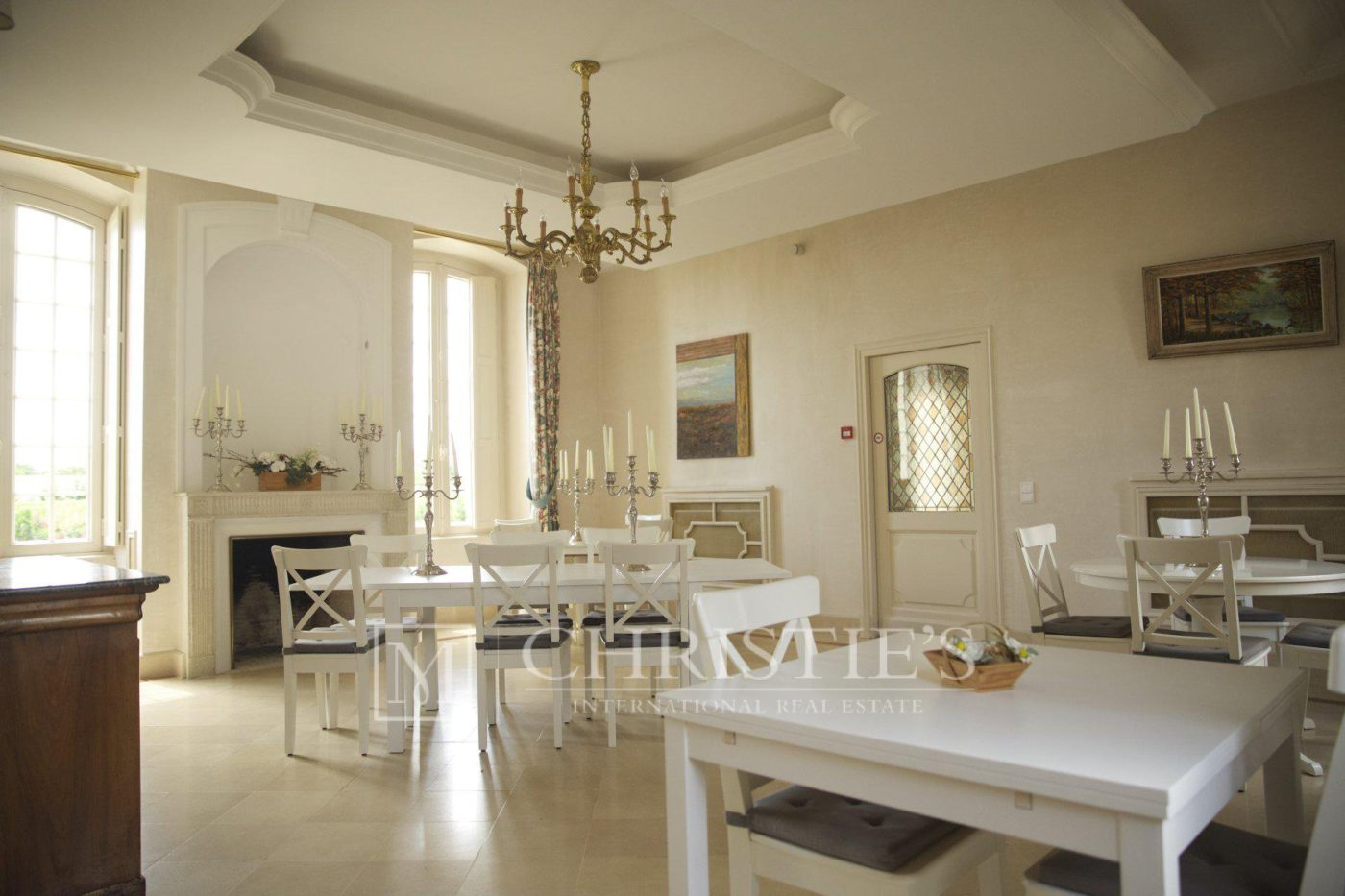 Dining room, Fireplace, Tile - Beautiful Chateau for sale with 1 ha AOC Médoc vineyard