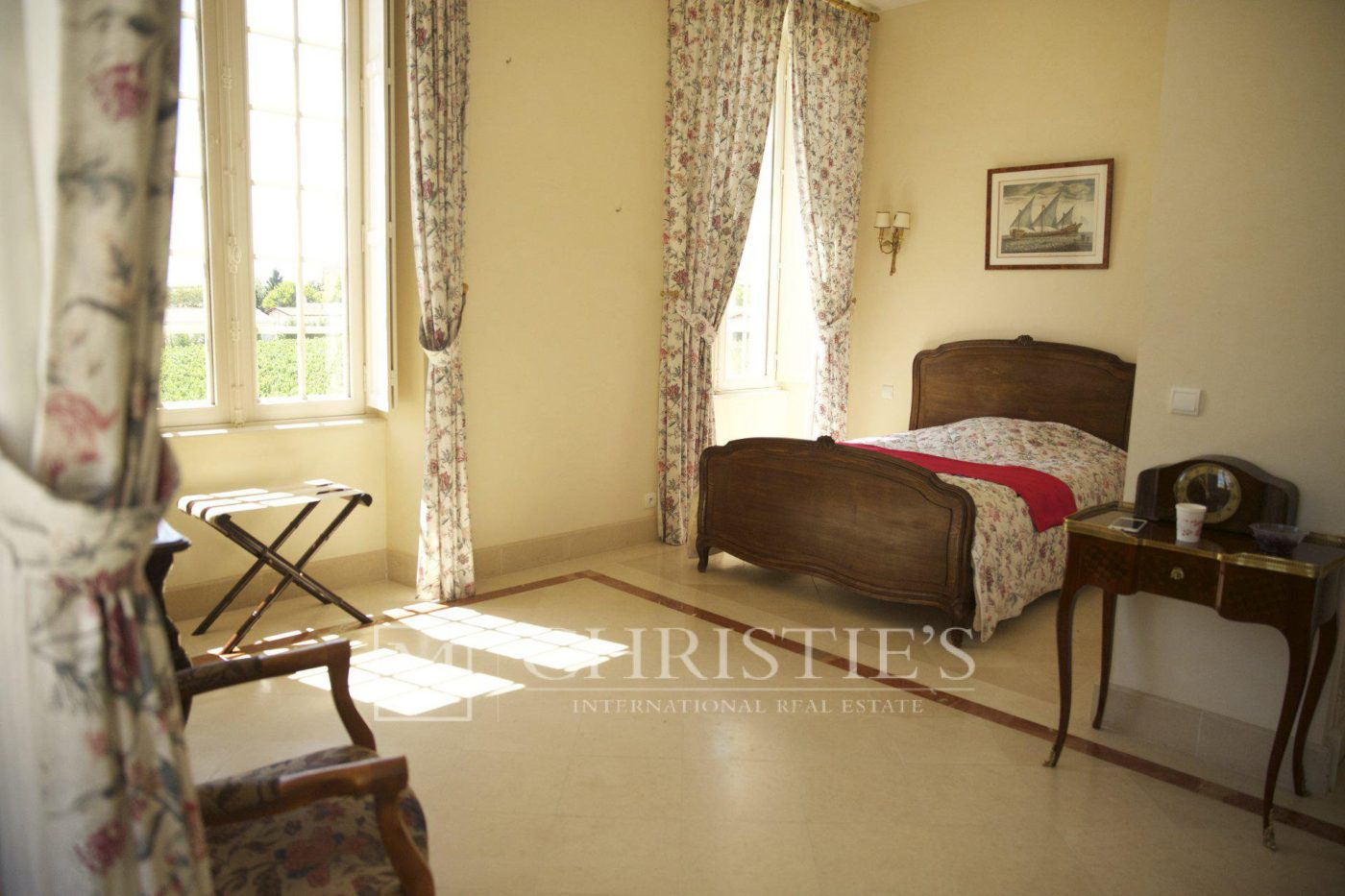 Bedroom, Carpet - Beautiful Chateau for sale with 1 ha AOC Médoc vineyard