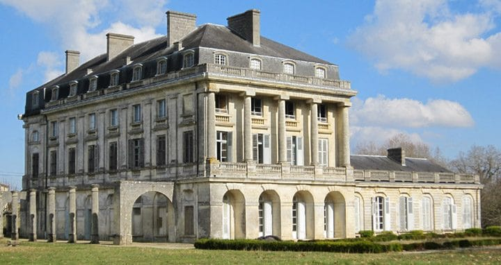 Bordeaux Vineyard Chateaux Architecture
