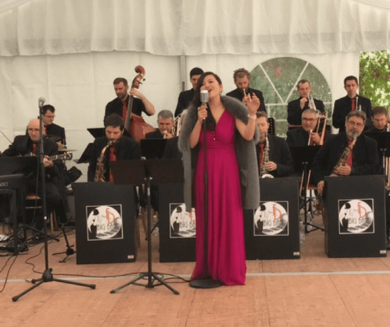Li Lijuan Vineyards-Bordeaux sings at the Château Bel-Air Inauguration