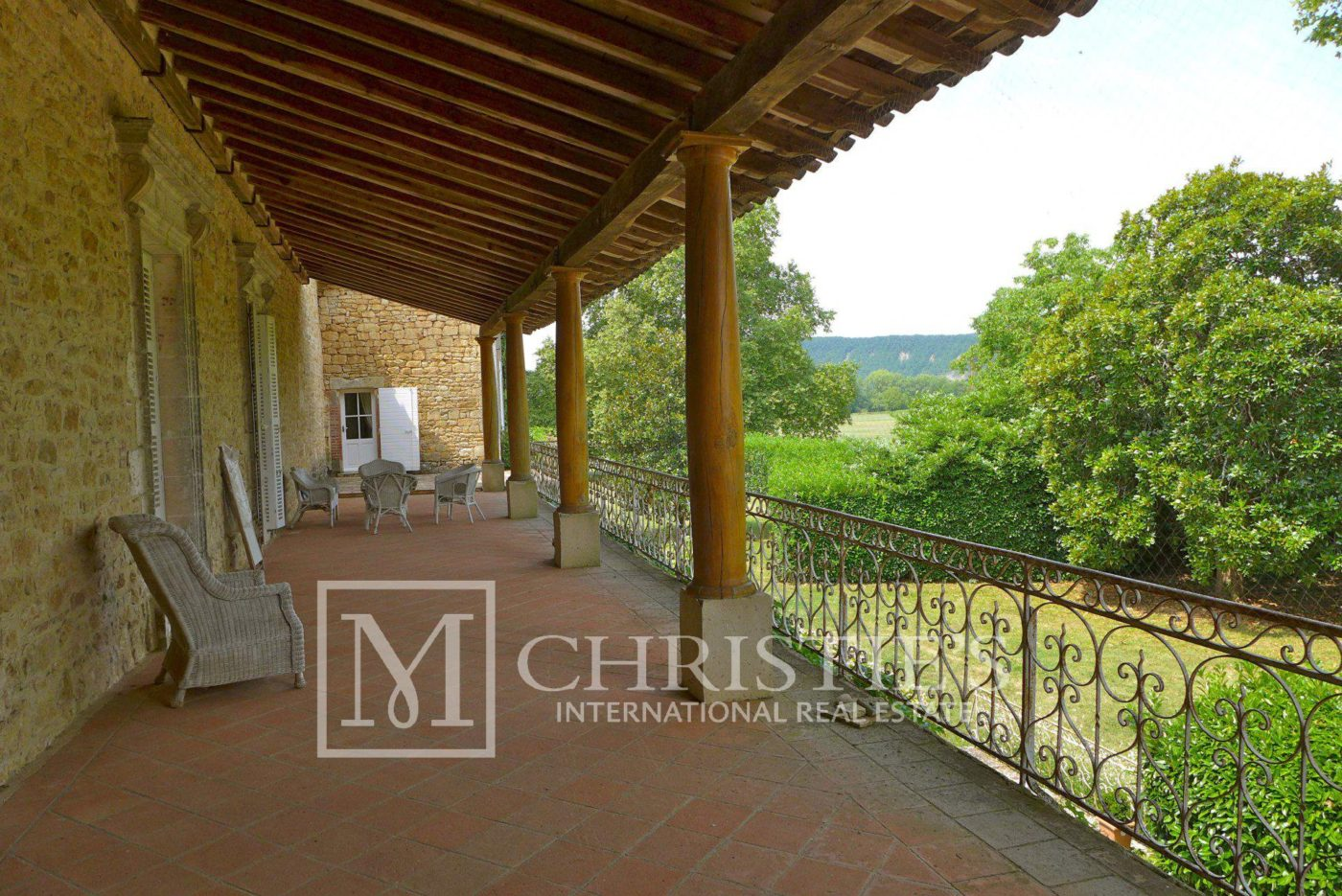 Terrace - Domaine with Organic Vineyard In AOC Cahors