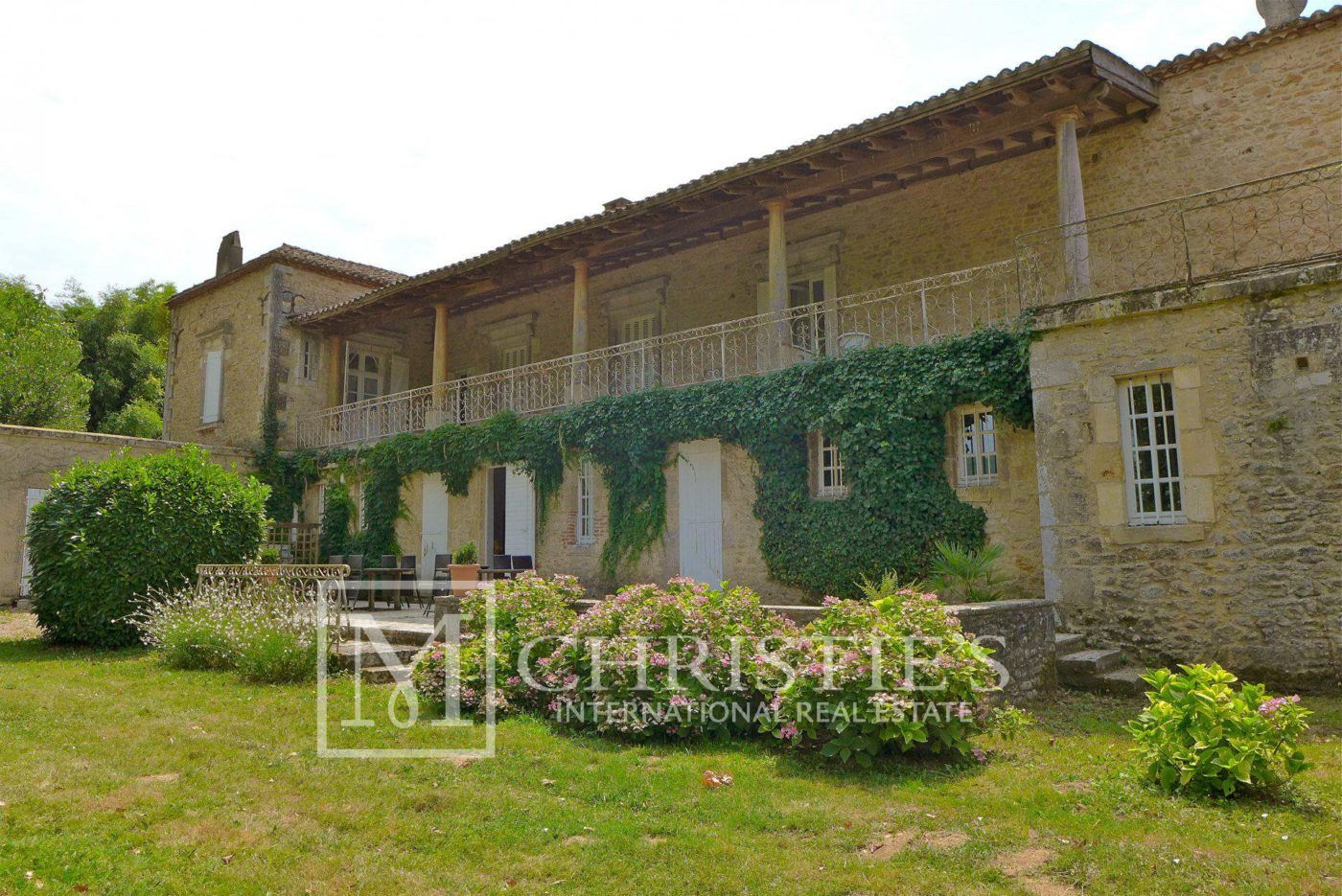 Building - Domaine with Organic Vineyard In AOC Cahors