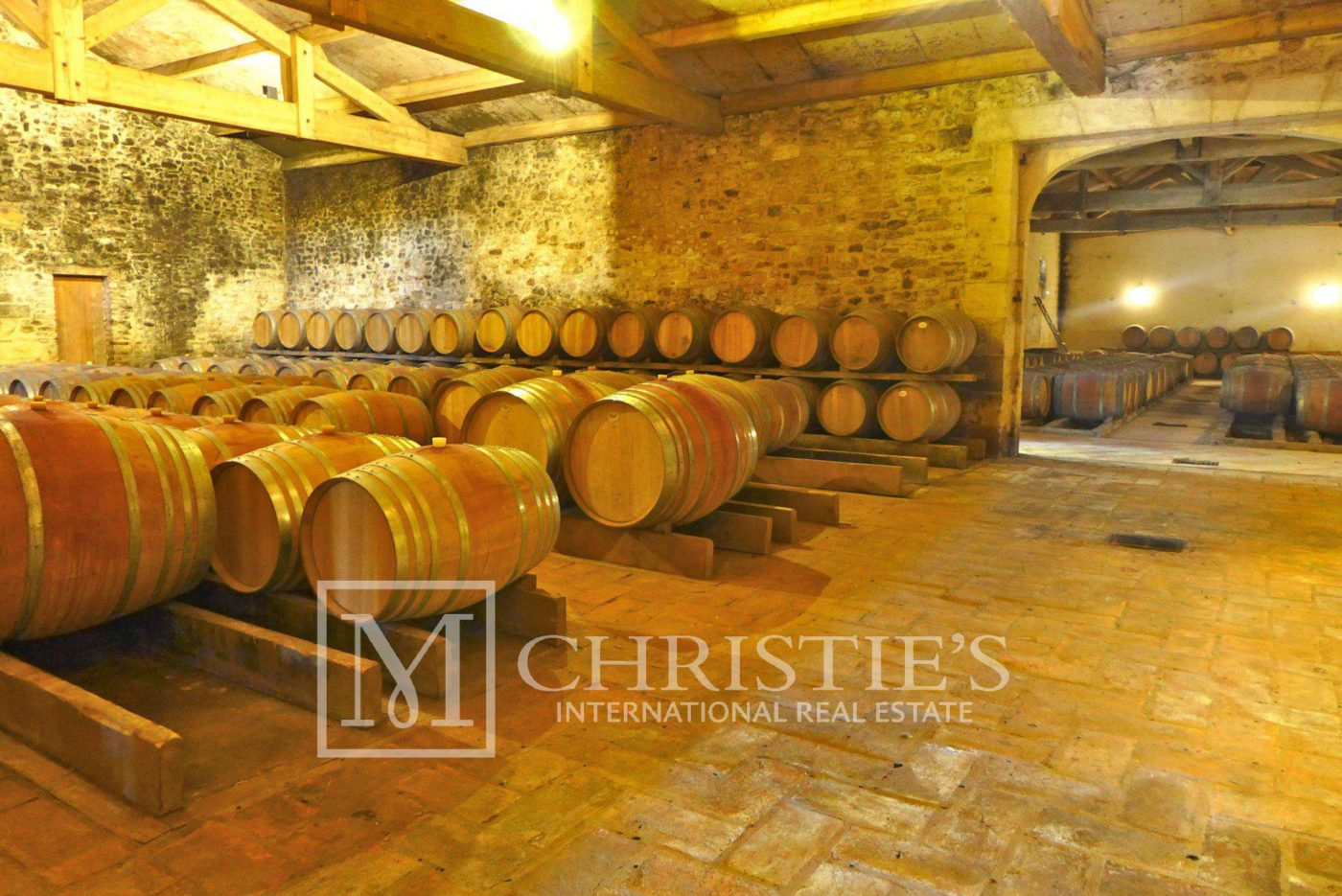 Domaine with Organic Vineyard In AOC Cahors