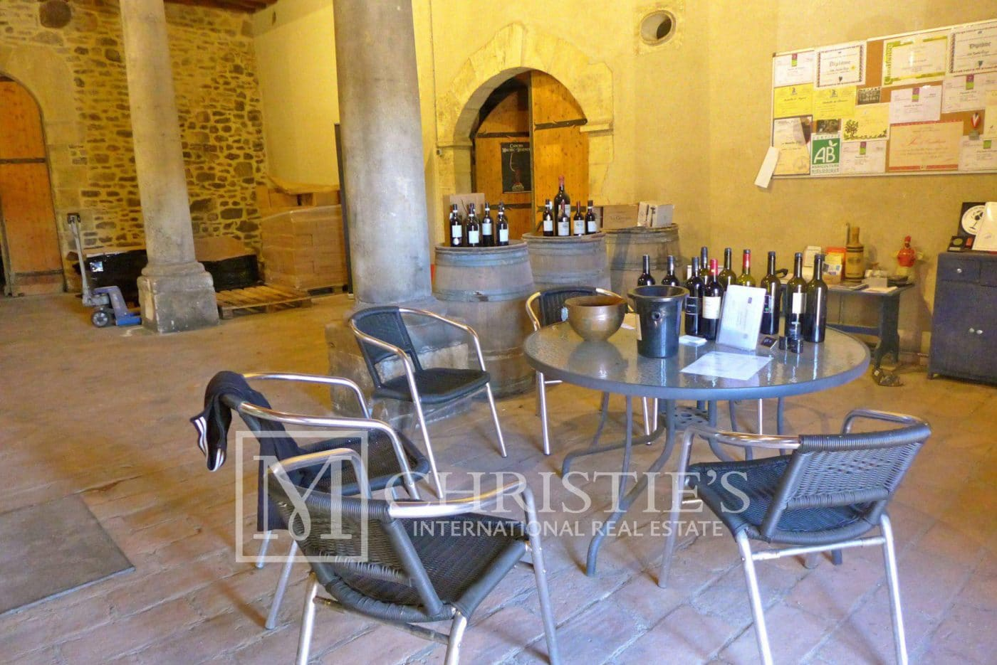 Dining room - Domaine with Organic Vineyard In AOC Cahors
