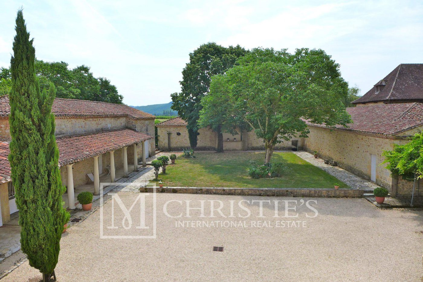 Courtyard - Domaine with Organic Vineyard In AOC Cahors