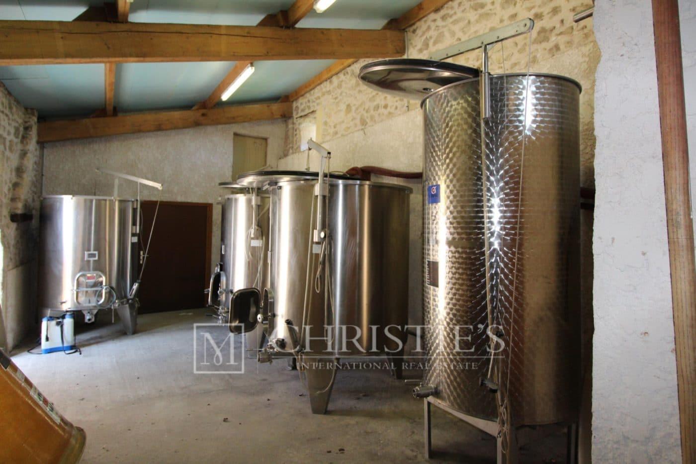 Local technique - Petit vignoble près de Saint-Emilion avec magnifique Château historique