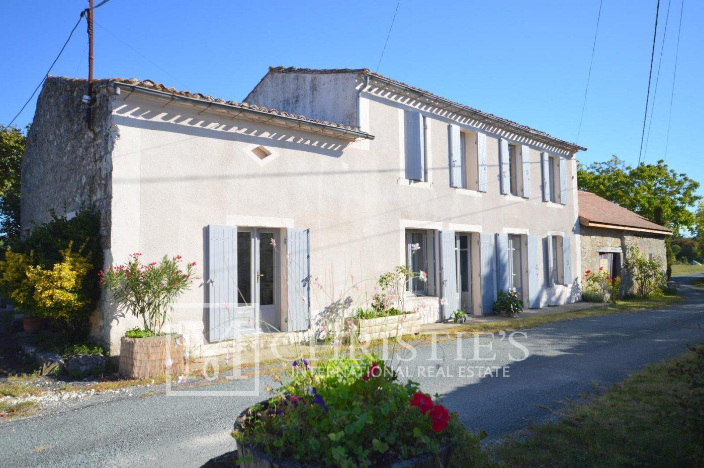 Building - Idyllic awarding winning 11 hectare vineyard in one of Bergerac's premier appellations