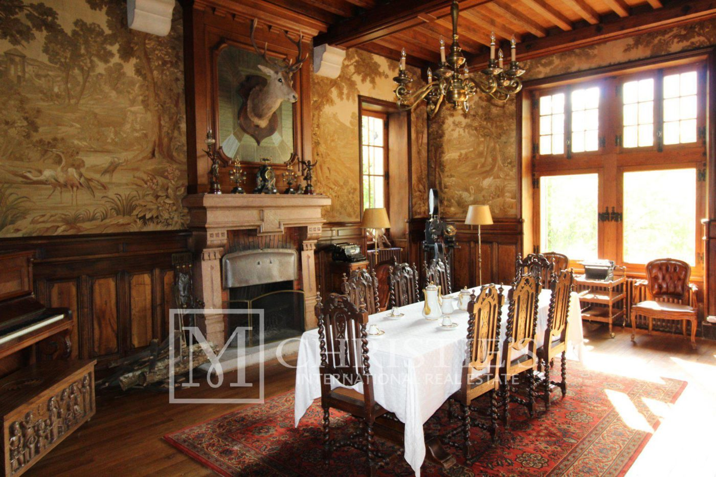 Dining room, Wood floors, Fireplace - Magnificent vineyard estate with historic Château in AOC Bordeaux