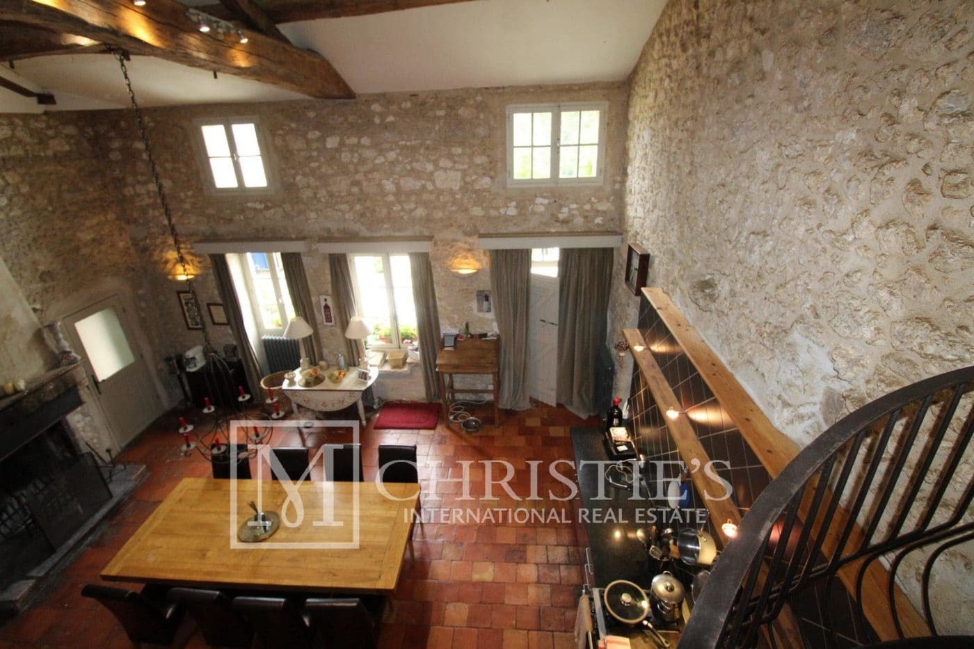Living-room, Fireplace - Attractive AOC Côtes-de-Duras vineyard with residence, gîte and swimming pool
