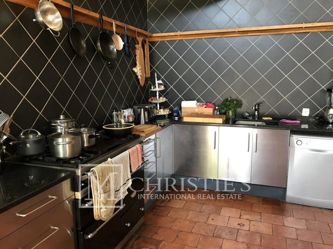 Kitchen - Attractive AOC Côtes-de-Duras vineyard with residence, gîte and swimming pool