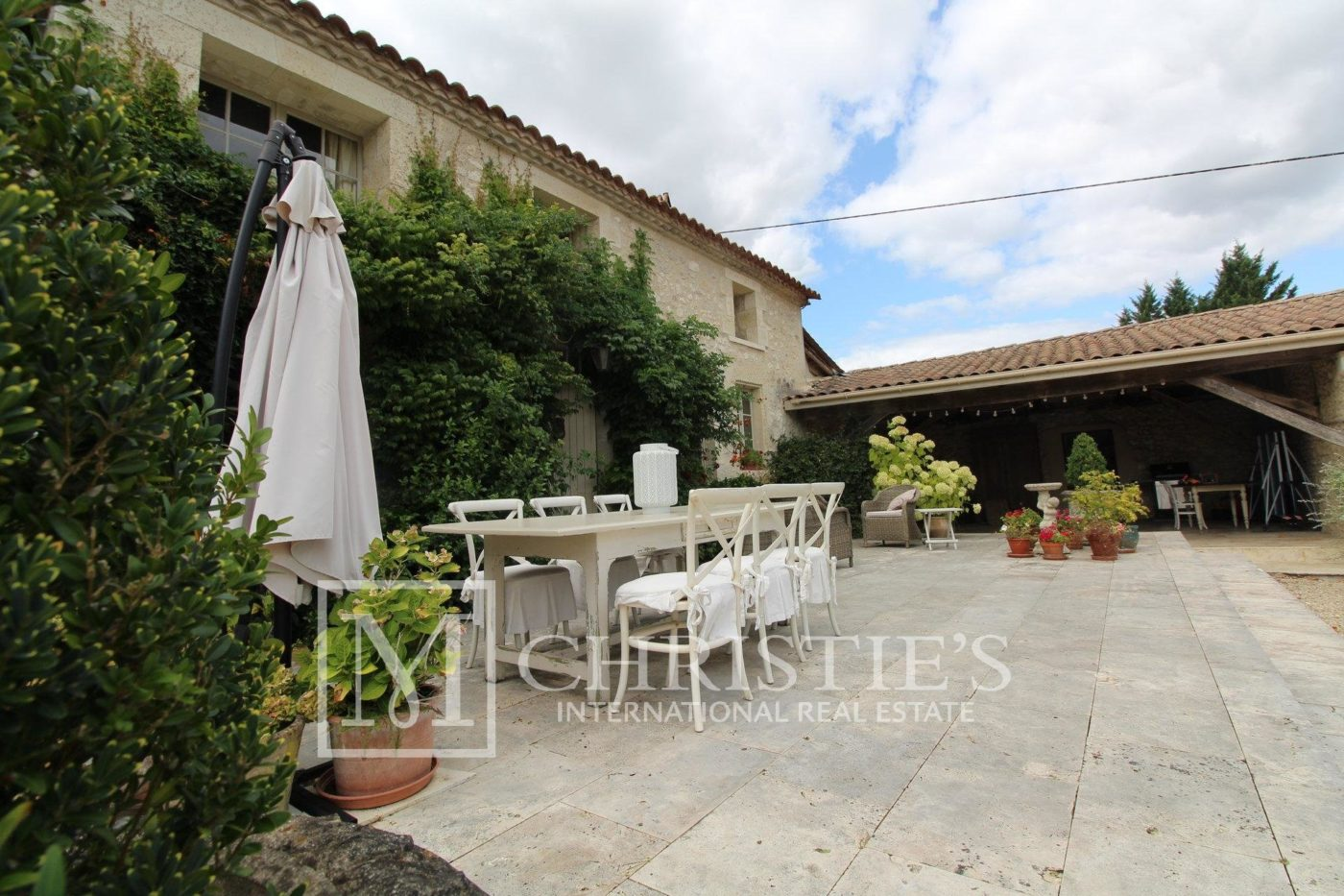 Terrace - Attractive AOC Côtes-de-Duras vineyard with residence, gîte and swimming pool